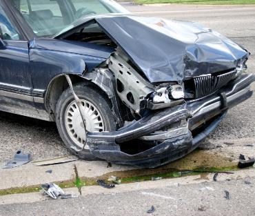 rozbity samochód